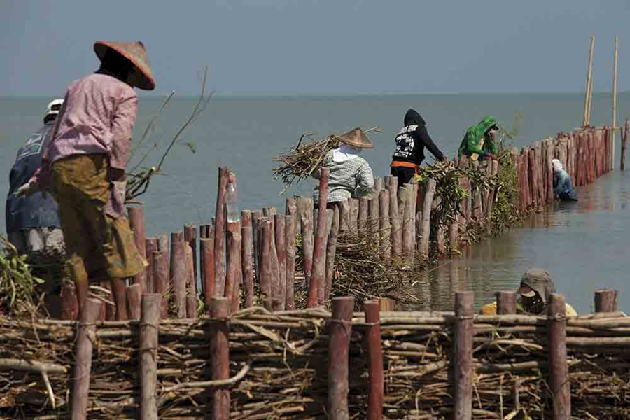 building-permeable-dams-2-nanang-sujana